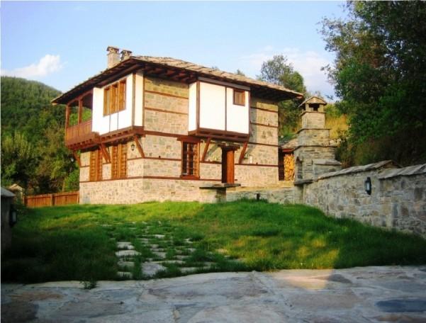 leshten house